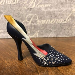 Just The Right Shoe by Raine ~ Zap 25072